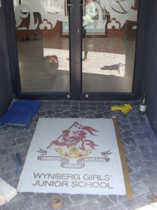 Wynberg Girls school logo